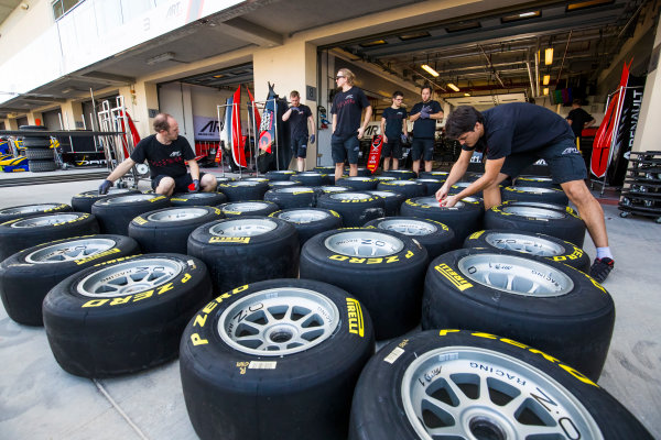 2017 FIA Formula 2 Round 11. Yas Marina Circuit, Abu Dhabi, United Arab Emirates. Thursday 23 November 2017. ART Grand Prix mechanics prepare Pirelli tyres  Photo: Sam Bloxham/FIA Formula 2. ref: Digital Image _W6I1656