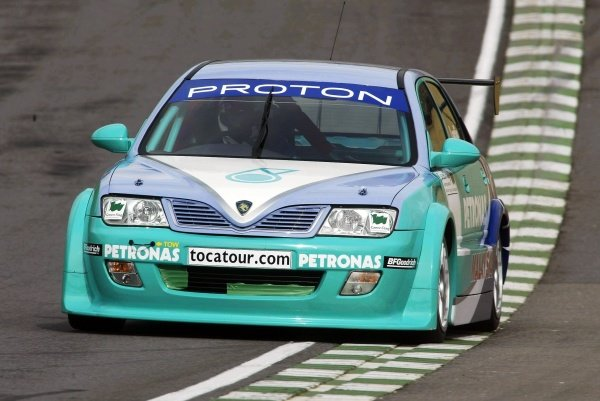 David Leslie (GBR) continued testing the new PSP Proton Impian. British Touring Car Media Day, Brands Hatch, England. 19 March 2002.