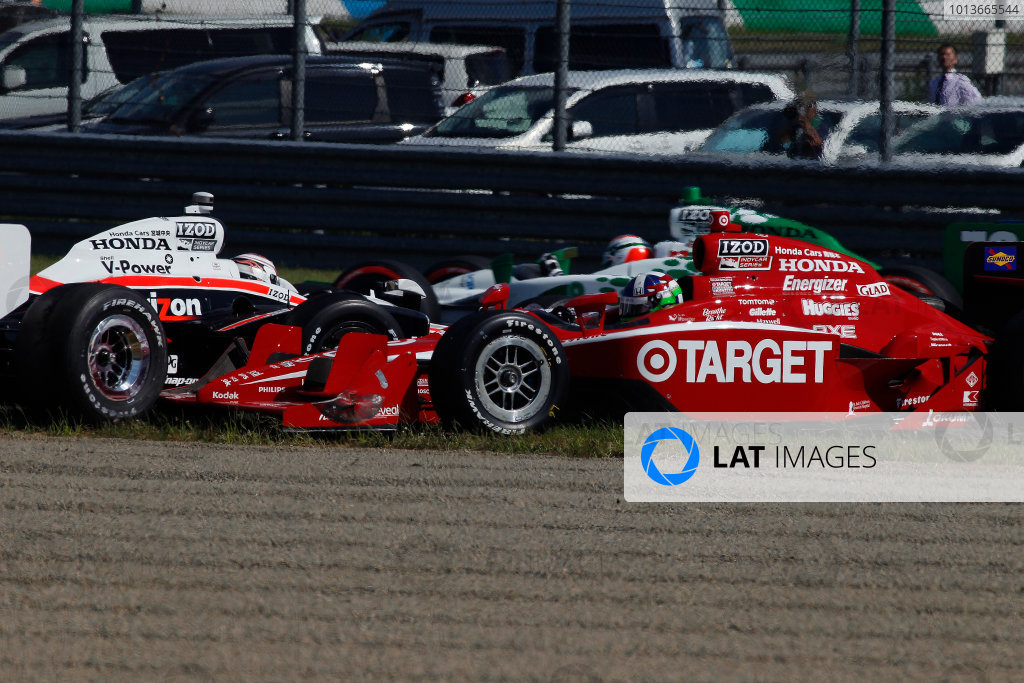 16-19 September, 2011, Twin Ring Motegi, JapanDario Franchitti Ryan Briscoe crash(c)2011, Michael L. LevittLAT Photo USA