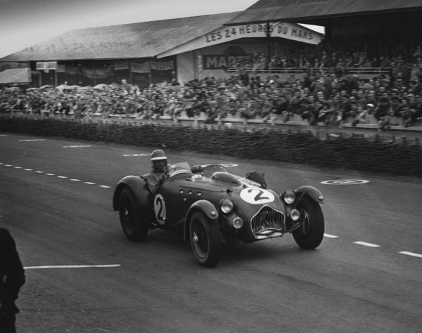 Le Mans, France. 23rd - 24th June 1951 Peter Reece/Alfred P. Hitchings (Allard J2 Cadillac), retired, action. World Copyright: LAT Photographic Ref: B/WPRINT.