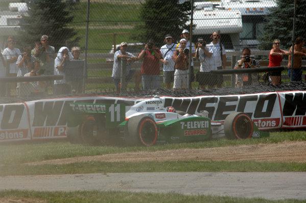7-9 August, 2009, Lexington, Ohio USA Tony Kanaan runs wide on the first lap©2009, Gregg Feistman, USALAT Photographic