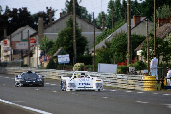 1998 Le Mans 24 Hours. Le Mans, France. 6th - 7th June 1998. Pierluigi Martini/Johnny Cecotto/Joachim Winkelhock (BMW V12 LM), retired, leads Thomas Bscher/Rinaldo Capello/Emanuele Pirro (McLaren F1 GTR), retired, action.  World Copyright: LAT Photographic. Ref:  98LM29