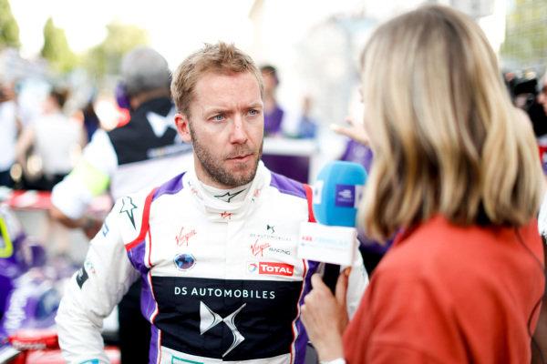 Sam Bird (GBR), DS Virgin Racing, DS Virgin DSV-03, talks to Nicki Shields.