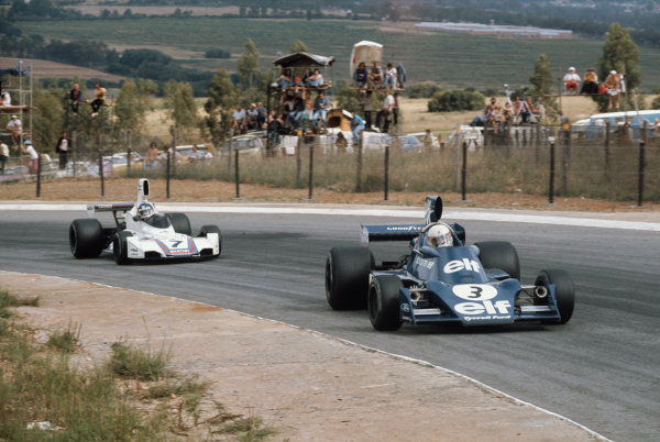 Kyalami, South Africa. 27/2-1/3 1975. Jody Scheckter, Tyrrell 007 Ford, leads Carlos Reutemann, Brabham BT44B Ford. Ref: 75SA05. World Copyright - LAT Photographic