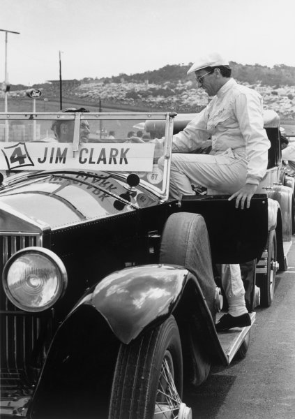 Kyalami, South Africa. 30/12/67-1/1/1968. Jim Clark (Lotus 49 Ford) 1st position, on the drivers parade, portrait.  World Copyright: LAT Photographic Ref: B/W Print.