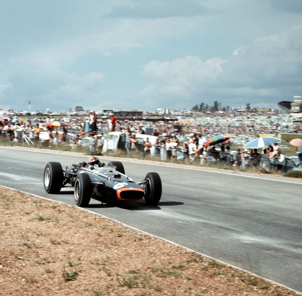 Kyalami, South Africa.31/12/66-2/1/1967.Mike Spence (BRM P83).Ref-3/2495.World Copyright - LAT Photographic