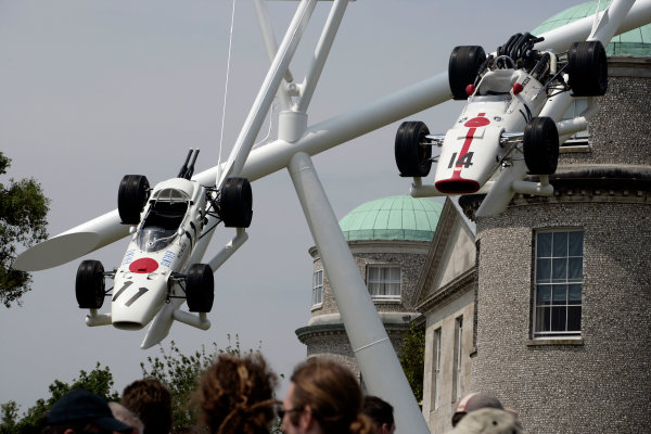 2005 Goodwood Festival of SpeedGoodwood Estate, West Sussex. 24th - 26th June Spectators admire the Honda display at the House. Atmosphere World Copyright: Gary Hawkins/LAT Photographicref: Digital Image Only