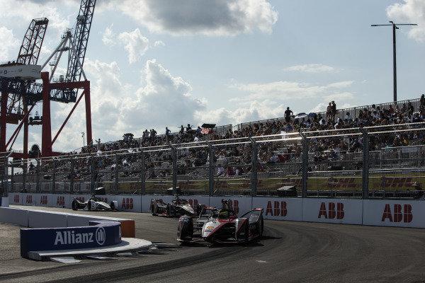 Oliver Rowland (GBR), Nissan e.Dams, Nissan IMO2, leads leads Sebastien Buemi (CHE), Nissan e.Dams, Nissan IMO2