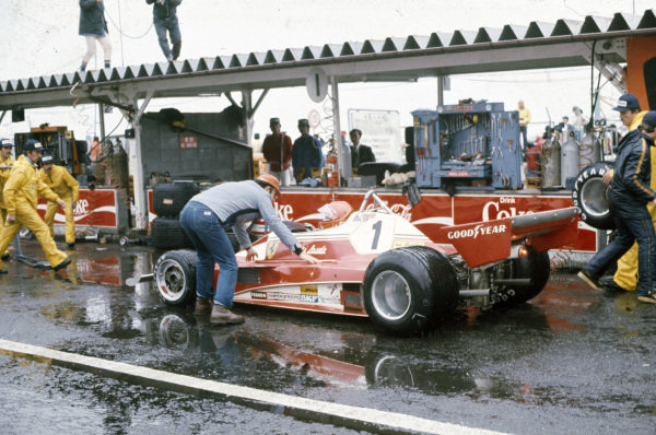 Niki Lauda, Ferrari 312T2 pulls into the pits to withdraw from the race.
