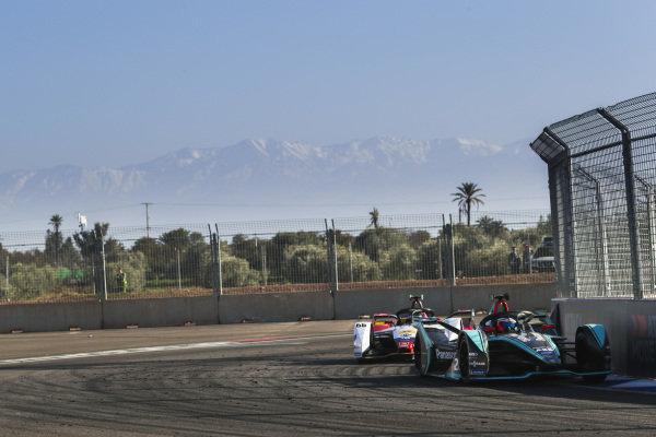 Mitch Evans (NZL), Panasonic Jaguar Racing, Jaguar I-Type 3, leads Daniel Abt (DEU), Audi Sport ABT Schaeffler, Audi e-tron FE05
