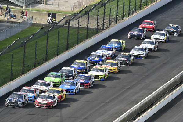 #12: Ryan Blaney, Team Penske, Ford Mustang Wabash National and #4: Kevin Harvick, Stewart-Haas Racing, Ford Mustang Mobil 1