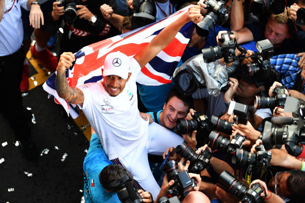 Lewis Hamilton, Mercedes AMG F1 celebrates with the team and the Union flag
