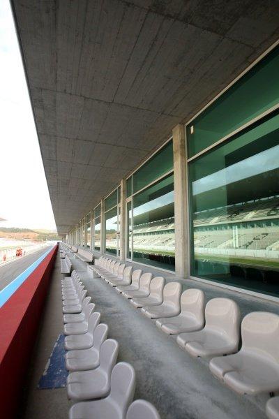 VIP area above the pits. Formula One Testing, Day Three, Algarve Motor Park, Portimao, Portugal, 17 December 2008.