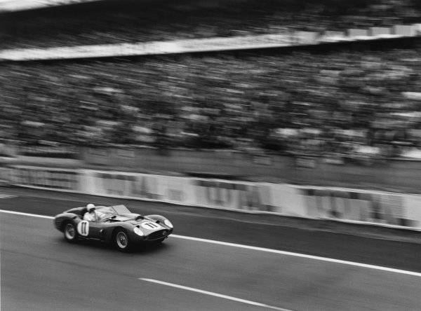 Le Mans, France. 25th - 26th June 1960.Olivier Gendebien/Paul Frere (Ferrari 250 TR59/60), 1st position, action. World Copyright: LAT Photographic.Ref:  8691E - 17A.