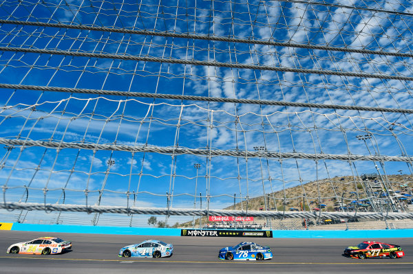 Monster Energy NASCAR Cup Series Can-Am 500 Phoenix Raceway, Avondale, AZ USA Sunday 12 November 2017 Chase Elliott, Hendrick Motorsports, Hooters Chevrolet SS and Kevin Harvick, Stewart-Haas Racing, Busch Light Ford Fusion World Copyright: Nigel Kinrade LAT Images