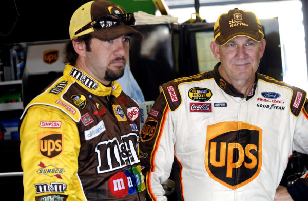 L-R: Elliott Sadler (USA), M&M's Ford, and Dale Jarrett (USA), UPS Ford. 