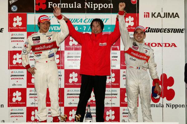 2004 Formula Nippon ChampionshipSuzuka, Japan. 7th November 2004.2004 Team Champions Kazuyoshi Hoshino, team director of mobilecast IMPUL, with drivers Yuji Ide and Benoit Treluyer.World Copyright: Yassushi Ishihara/LAT Photographicref: Digital Image Only