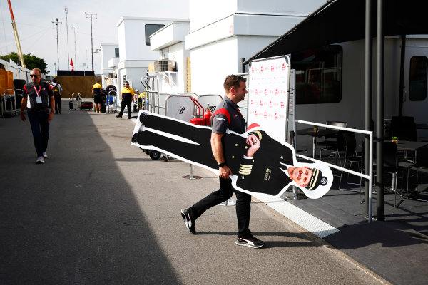 Circuit Gilles Villeneuve, Montreal, Canada. Saturday 10 June 2017. Peter Crolla carries a cardboard Guenther Steiner, Team Principal, Haas F1.  World Copyright: Andy Hone/LAT Images ref: Digital Image _ONZ4242