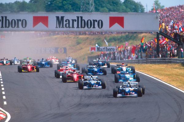 Hungaroring, Hungary.11-13 August 1995.Damon Hill leads teammate David Coulthard (both Williams FW17 Renault's), Michael Schumacher (Benetton B195 Renault) and Gerhard Berger (Ferrari 412T2) at the start.Ref-95 AUT 04.World Copyright - LAT Photographic