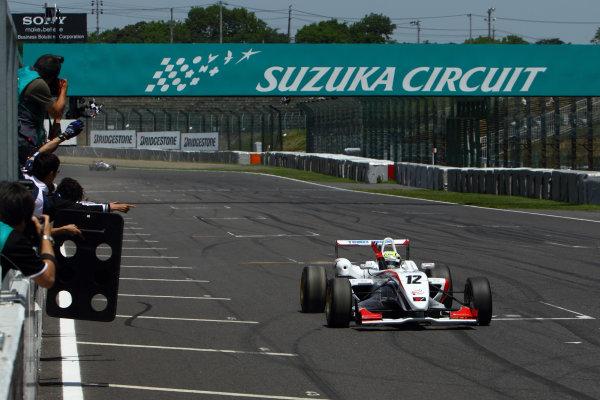 2011 Japanese Formula Three ChampionshipRound 2 - Suzuka, Japan.14th - 15th May 2011.Rd 2 Winner Hironobu Yasuda ( #12 ThreeBond Racing ), action.World Copyright: Yasushi Ishihara/LAT Photographicref: Digital Image 2011JF3_R2_004