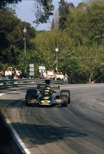 Montjuich Park, Spain. 27 April 1975. Ronnie Peterson (Lotus 72E-Ford), retired, action. World Copyright: LAT Photographic Ref: 75ESP18