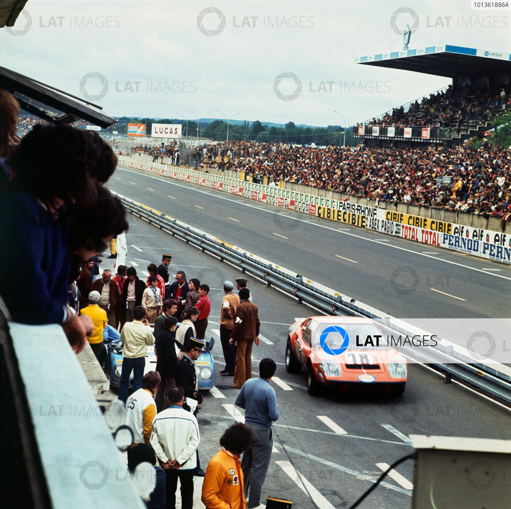 Le Mans, France. 9-10 June 1973 Claude Laurent/Martial Delalande/Jacques Marche (Ligier JS2 Maserati), 19th position, pit lane action. World Copyright: LAT PhotographicRef: 73MFLM