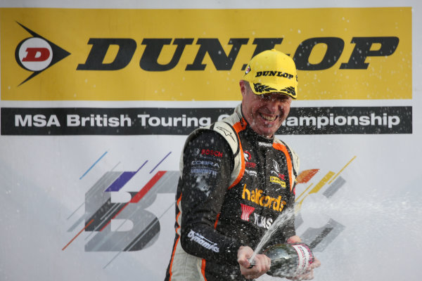 2017 British Touring Car Championship, Silverstone, Northants, UK. 16th-17th September 2017 Matt Neal (GBR) Halfords Yuasa Racing Honda Civic Type R World copyright. JEP/LAT Images
