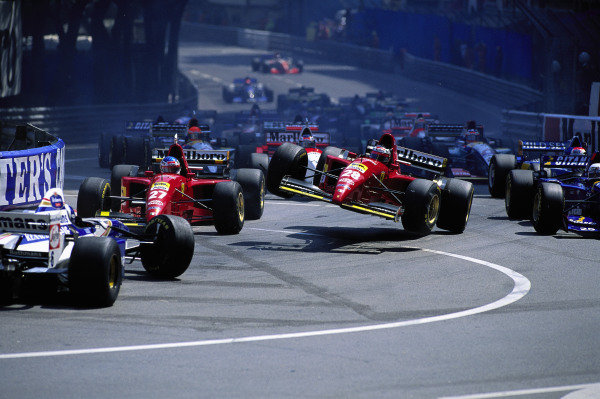 David Coulthard, Williams FW17 Renault, Jean Alesi, Ferrari 412T2, and Gerhard Berger, Ferrari 412T2, crash out at the start.