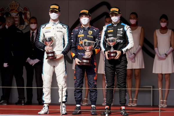 Dan Ticktum (GBR, Carlin), 2nd position, Liam Lawson (NZL, Hitech Grand Prix), 1st position, and Oscar Piastri (AUS, Prema Racing), 3rd position, with their trophies on the podium
