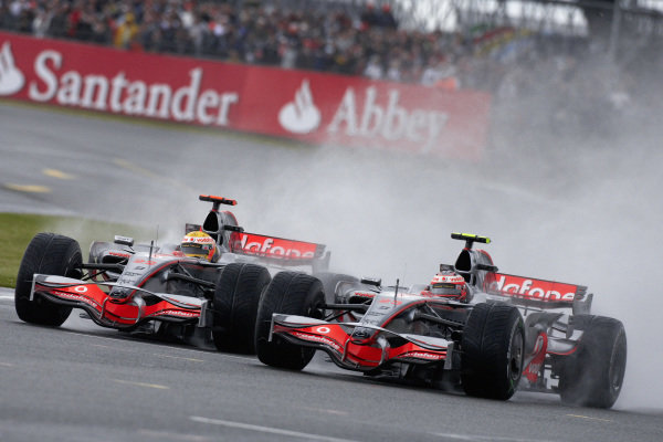 Heikki Kovalainen, McLaren MP4-23 Mercedes battles with Lewis Hamilton, McLaren MP4-23 Mercedes.