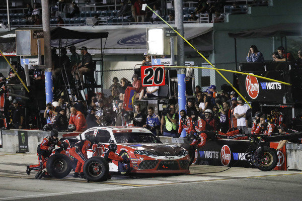 #20: Christopher Bell, Joe Gibbs Racing, Toyota Supra Rheem-Watts, pit stop