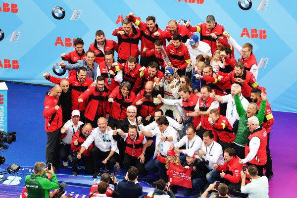 Lucas Di Grassi (BRA), Audi Sport ABT Schaeffler, celebrates with his team after winning the race