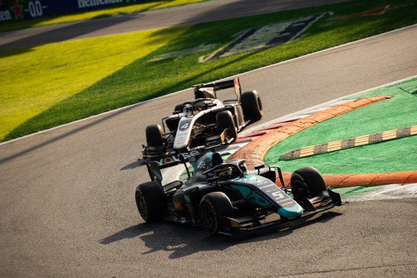 AUTODROMO NAZIONALE MONZA, ITALY - SEPTEMBER 07: Sergio Sette Camara (BRA, DAMS) and Nyck De Vries (NLD, ART GRAND PRIX) during the Monza at Autodromo Nazionale Monza on September 07, 2019 in Autodromo Nazionale Monza, Italy. (Photo by Joe Portlock / LAT Images / FIA F2 Championship)