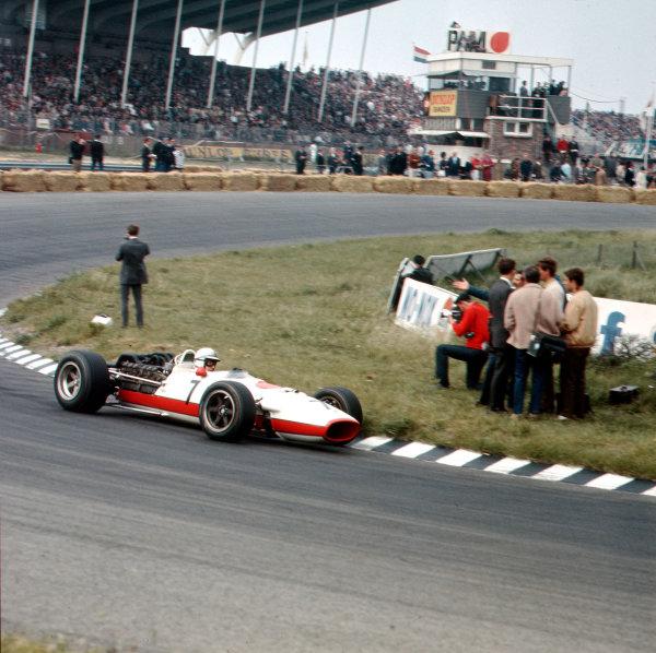 Zandvoort, Holland.2-4 June 1967.John Surtees (Honda RA273).Ref-3/2884.World Copyright - LAT Photographic