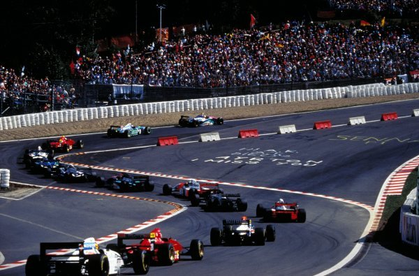 Rubens Barrichello (BRA) Jordan Hart 194 leads the field through the Eau Rouge chicane from his first ever pole position.
