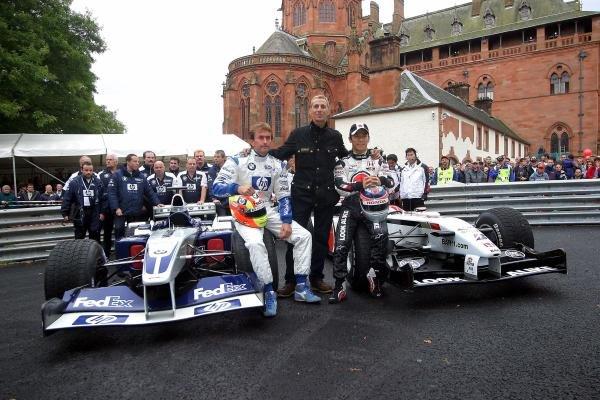(L to R): Olivier Beretta (FRA) Williams Test Driver, Johnny Dumfries (GBR) and Takuma Sato (JPN) BAR Test Driver.Mount Stuart Motorsport Classic, Isle of Bute, Scotland, 19-21 September 2003.DIGITAL IMAGE