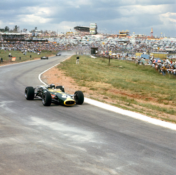 Kyalami, South Africa. 31 December 1966 - 2 January 1967. Jim Clark (Lotus 43 BRM), retired, action.  World Copyright: LAT Photographic. Ref:  2511.