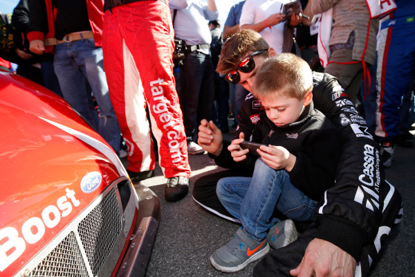 21-25 January, 2015, Daytona Beach, Florida USA Jamie McMurray and son on the grid ©2015, Michael L. Levitt LAT Photo USA