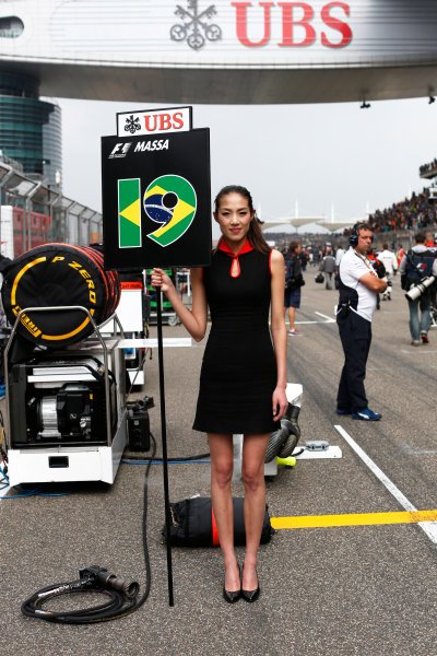 Shanghai International Circuit, Shanghai, China. Sunday 20 April 2014. Grid Girl. World Copyright: Alastair Staley/LAT Photographic. ref: Digital Image _79P5672