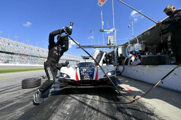 #55 Mazda Motorsports Mazda DPi, DPi: Pit Stop, Oliver Jarvis, Harry Tincknell, Jonathan Bomarito