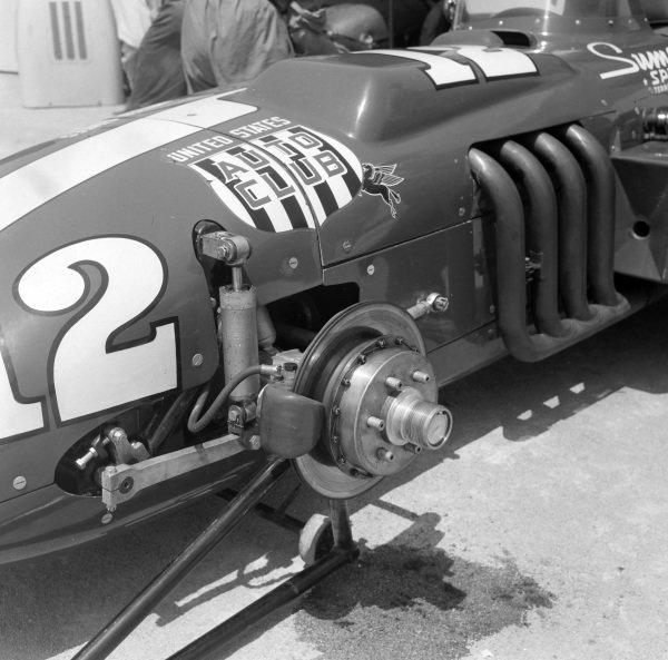 Brake and suspension detail on Pat O'Connor's Sumar-entered Kurtis Kraft 500G Offenhauser.