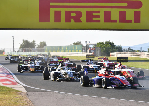 Jack Doohan (AUS, TRIDENT), leads Dennis Hauger (NOR, PREMA RACING), Lorenzo Colombo (HUN, CAMPOS RACING), and the remainder of the field on the opening lap