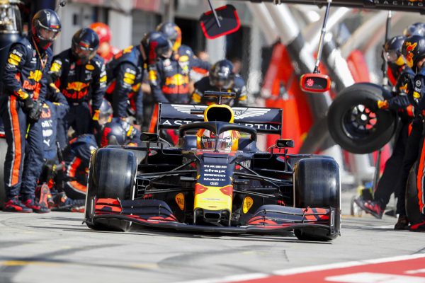 Max Verstappen, Red Bull Racing RB15 pit stop