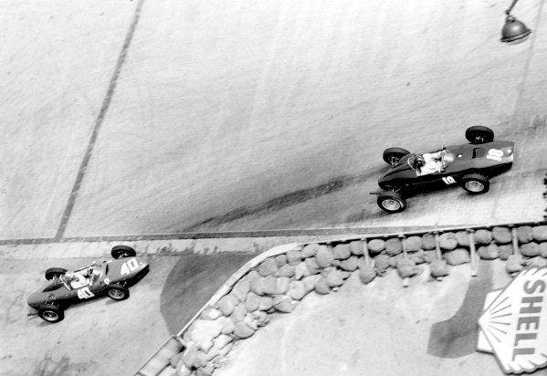 1961 Monaco Grand Prix.Monte Carlo. 14 May 1961.Graham Hill (BRM P48/57-Climax) leads Wolfgang von Trips (Ferrari Dino 156). Ref-9144E/12A.World Copyright: LAT Photographic