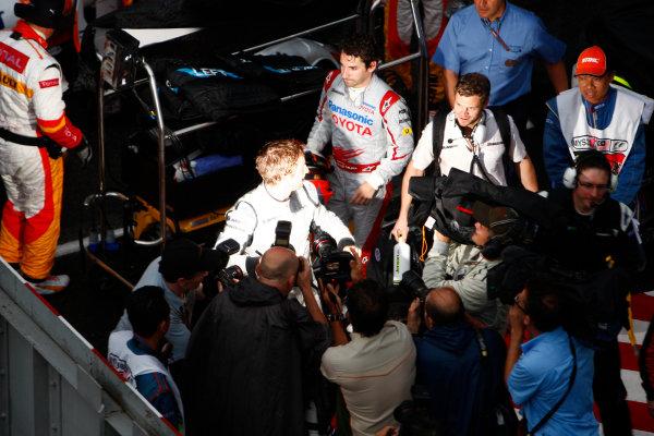 Sepang, Kuala Lumpur, Malaysia5th April 2009Jenson Button, Brawn GP BGP001 Mercedes, 1st position, heads to the podium. Portrait. Podium. World Copyright: Steven Tee/LAT Photographicref: Digital Image _95U0102
