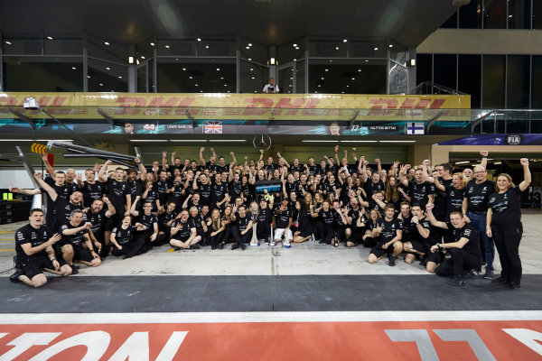 Yas Marina Circuit, Abu Dhabi, United Arab Emirates. Sunday 26 November 2017. Toto Wolff, Executive Director (Business), Mercedes AMG, Valtteri Bottas, Mercedes AMG, 1st Position, his wife Emelia, Lewis Hamilton, Mercedes AMG, 2nd Position, and the Mercedes team celebrate a great race result and another highly successful season. World Copyright: Steve Etherington/LAT Images  ref: Digital Image SNE21323