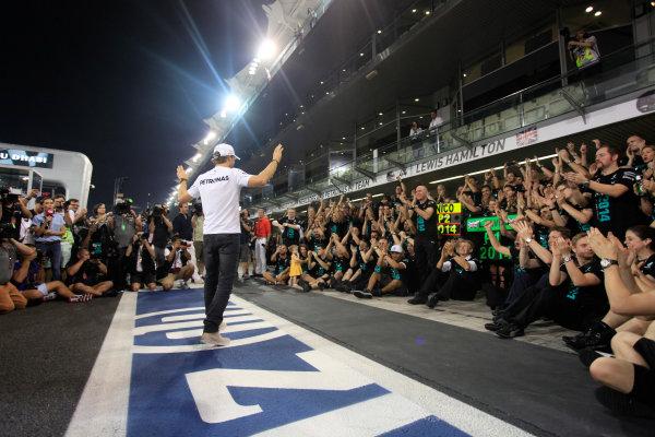 Yas Marina Circuit, Abu Dhabi, United Arab Emirates. Sunday 23 November 2014. Nico Rosberg, Mercedes AMG, 2nd Position, celebrates with his team. World Copyright: Andrew Ferraro/LAT Photographic. ref: Digital Image _MG_1511
