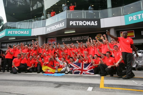 2007 Malaysian Grand Prix - Sunday RaceSepang, Kuala Lumpur. Malaysia.8th April 2007.Fernando Alonso, McLaren MP4-22 Mercedes, 1st position, and Lewis Hamilton, McLaren MP4-22 Mercedes, 2nd position, celebrate the McLaren one-two with their team. Portrait.World Copyright: Andrew Ferraro/LAT Photographic.ref: Digital Image ZP9O2779