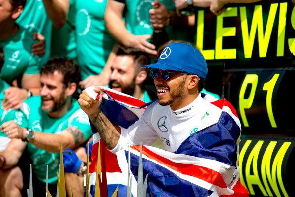 Silverstone, Northamptonshire, UK. Sunday 10 July 2016. Lewis Hamilton, Mercedes AMG, celebrates his win with the team. World Copyright: Zak Mauger/LAT Photographic ref: Digital Image _79P8697