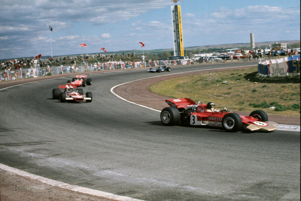 Jarama, Madrid, Spain. 17th - 19th April 1970.Jochen Rindt (Lotus 72 Ford), retired, leads John Surtees (McLaren M7A Ford), retired, in the car's race debut, action.World Copyright: LAT Photographic.Ref: 70ESP01.